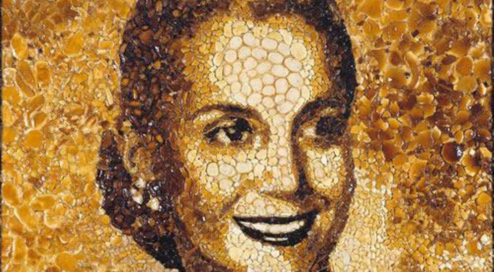 Retrato de Eva Perón hecho con panes | Grupo Mondongo (fragmento)